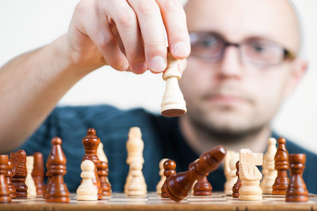 Grundsteinlegung durch strategische Entscheidungen